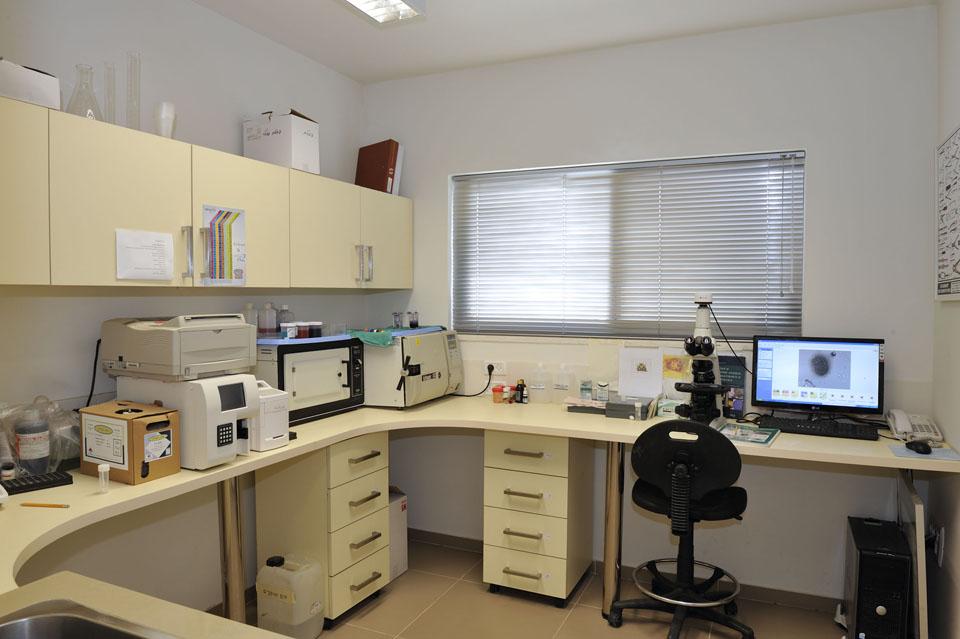 חדר מעבדה - בית החולים לחיות הבר